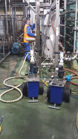 Non destructive testing and integrity inspection method of a plate heat exchanger / pasteuriser utilising the saline conductivity method